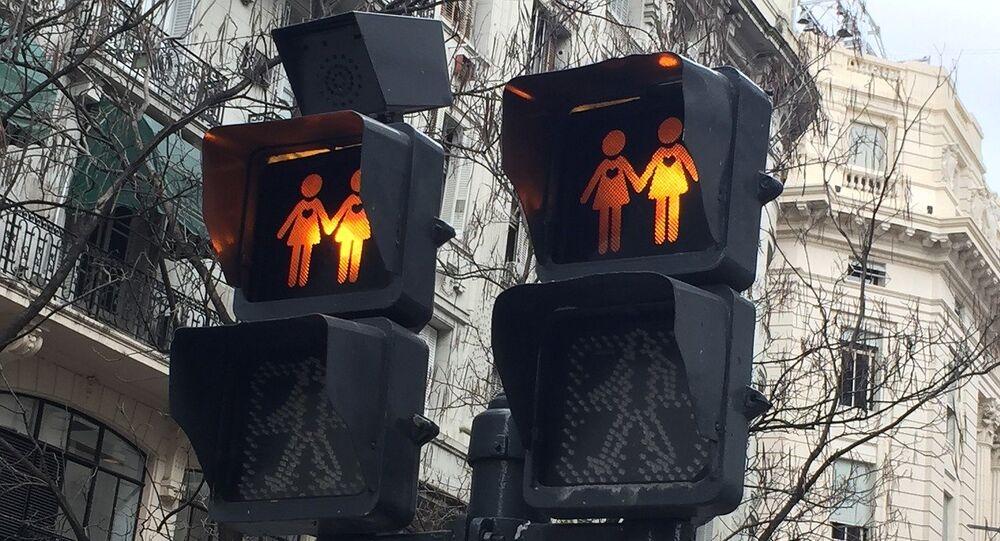Un semáforo gay, imagen referencial