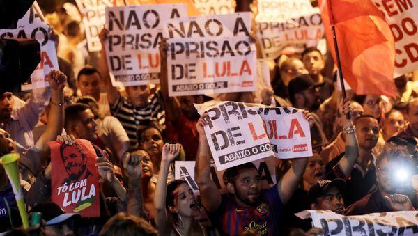 Una manifestación de apoyo a Luiz Inácio Lula da Silva, expresidente de Brasil - Sputnik Mundo