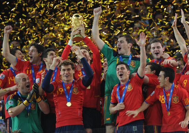 La selección española de fútbol al ganar el Mundial en 2010