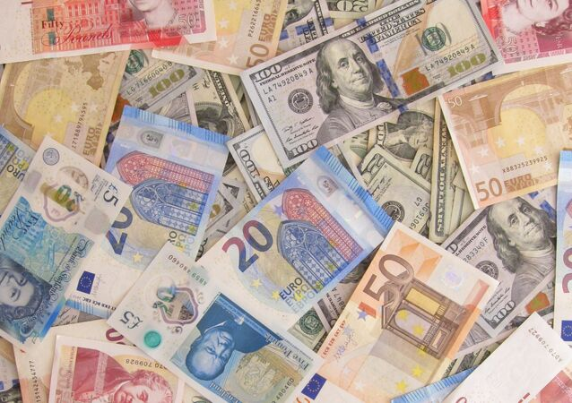 Billetes de libras, dólares y euros
