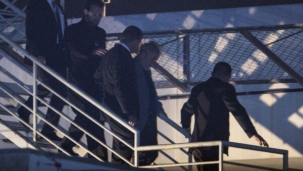 El expresidente brasileño Lula llega a la comisaría donde cumplirá condena - Sputnik Mundo
