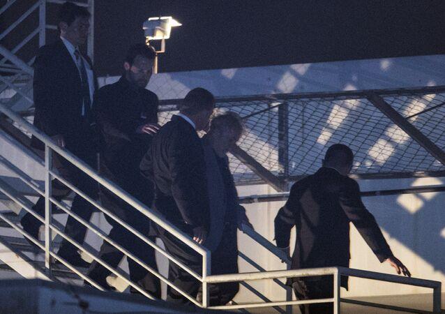 El expresidente brasileño Lula llega a la comisaría donde cumplirá condena