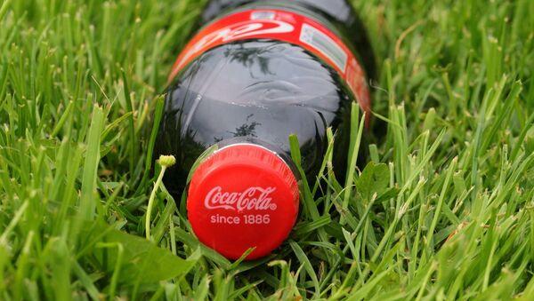 Una botela de Coca-Cola - Sputnik Mundo
