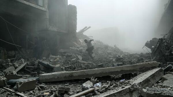 Miembros de los Cascos Blancos en Duma, Siria - Sputnik Mundo