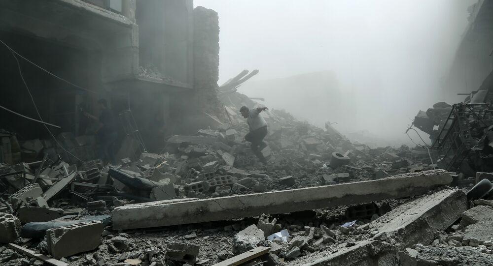 Miembros de los Cascos Blancos en Duma, Siria