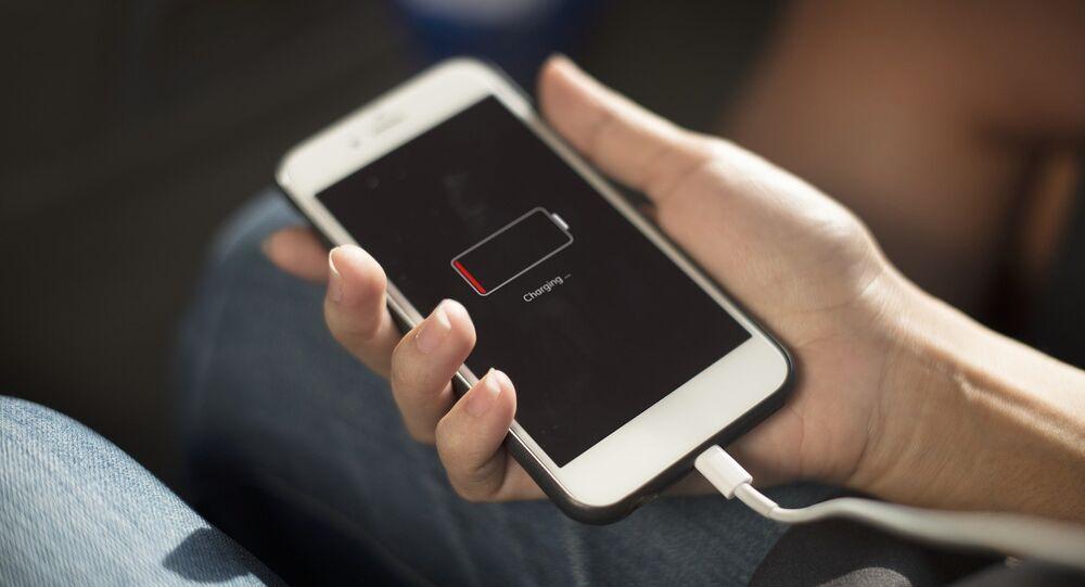 Un teléfono móvil descargado