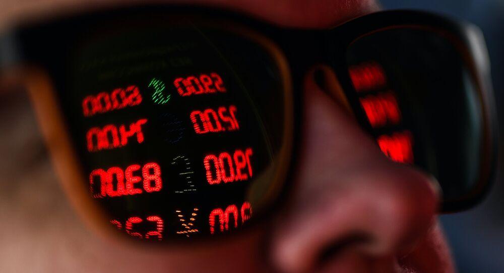 Un hombre en una caja de cambio (imagen referencial)