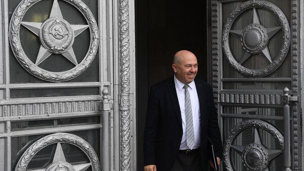El embajador de Israel en Rusia, Gary Koren, cerca del Ministerio ruso de Exteriores - Sputnik Mundo