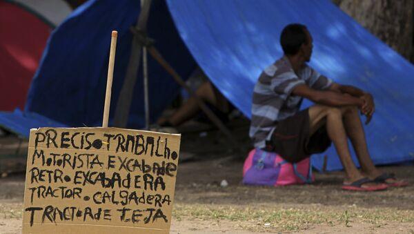 Un migrante venezolano en Brasil - Sputnik Mundo