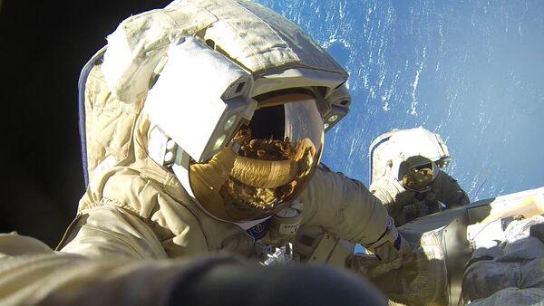 Cosmonautas rusos en la Estación Espacial Internacional - Sputnik Mundo