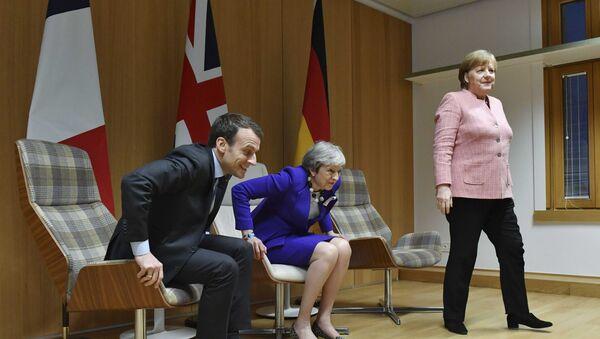 Presidente de Francia, Emmanuel Macron, primera ministra del Reino Unido, Theresa May y canciller de Alemania, Angela Merkel - Sputnik Mundo