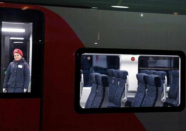 Un tren Lastochka de los Ferrocarriles Rusos (RZD)