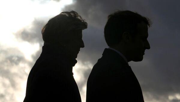 Theresa May, primera ministra del Reino Unido, y Emmanuel Macron, presidente de Francia - Sputnik Mundo