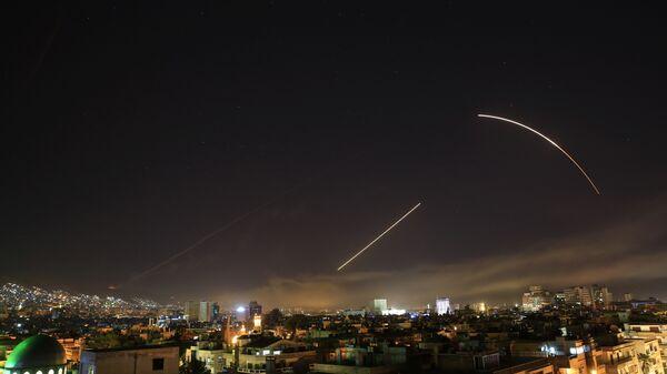 Los misiles cruzan el horizonte de Damasco (Archivo) - Sputnik Mundo