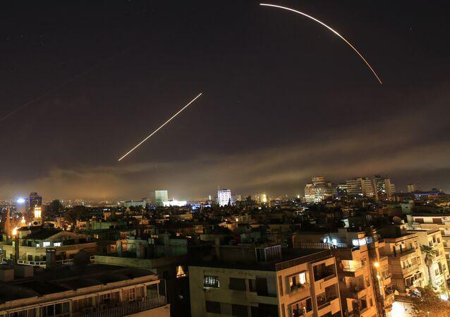 Los misiles cruzan el horizonte de Siria (Archivo)