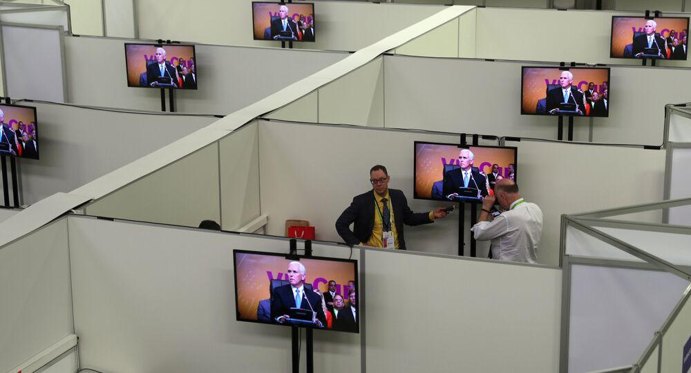 Mike Pence, vicepresidente de EEUU, durante la sesión plenaria de la VIII Cumbre de las Américas