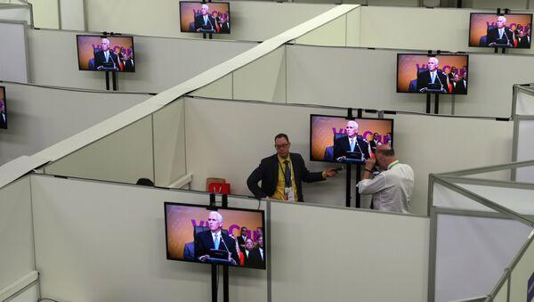 Mike Pence, vicepresidente de EEUU, durante la sesión plenaria de la VIII Cumbre de las Américas - Sputnik Mundo