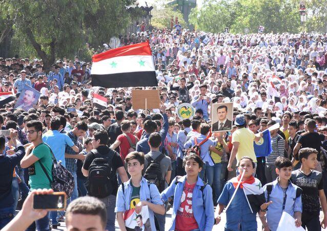 Manifestación de jóvenes sirios con motivo del Día de la Evacuación