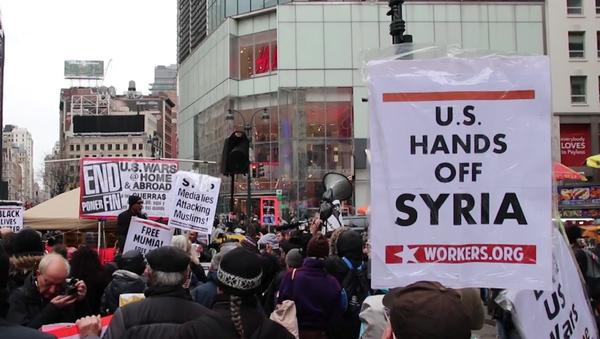 Cientos de estadounidenses marchan contra el ataque de EEUU en Siria - Sputnik Mundo