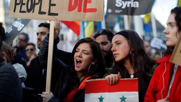 Manifestaciones en Londres en protesta por los ataques aéreos contra Siria - Sputnik Mundo