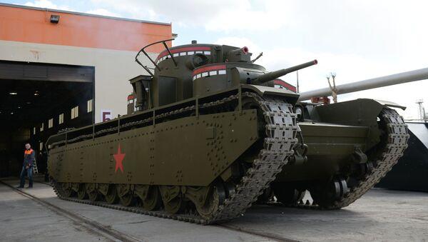 Los solemnes mamuts de Stalin,  un legendario tanque soviético recreado en los Urales - Sputnik Mundo