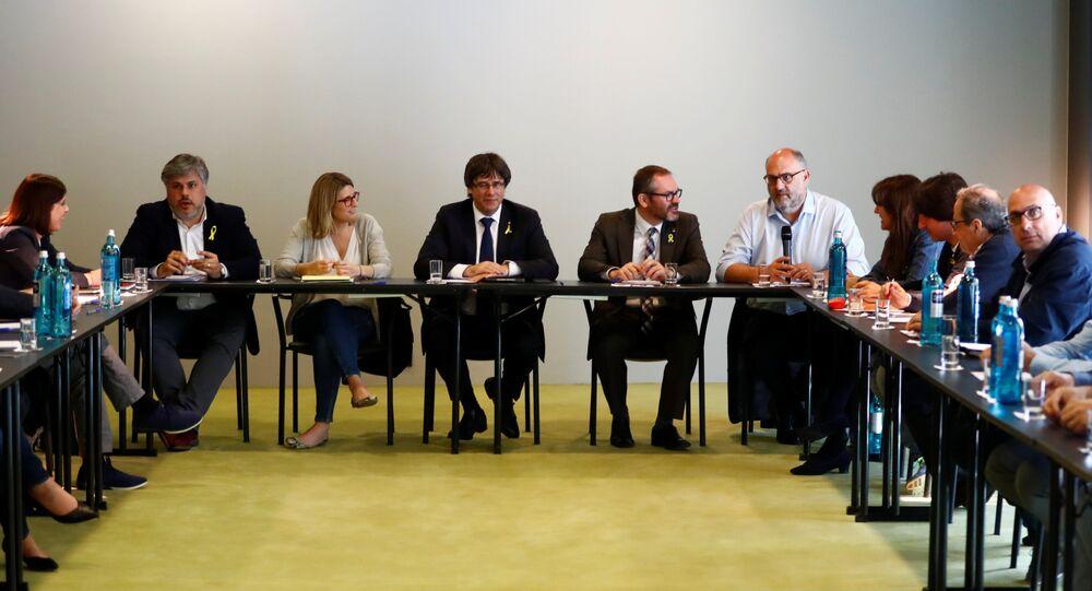 Carles Puigdemont, expresidente del Gobierno catalán y los diputados de Junts per Catalunya