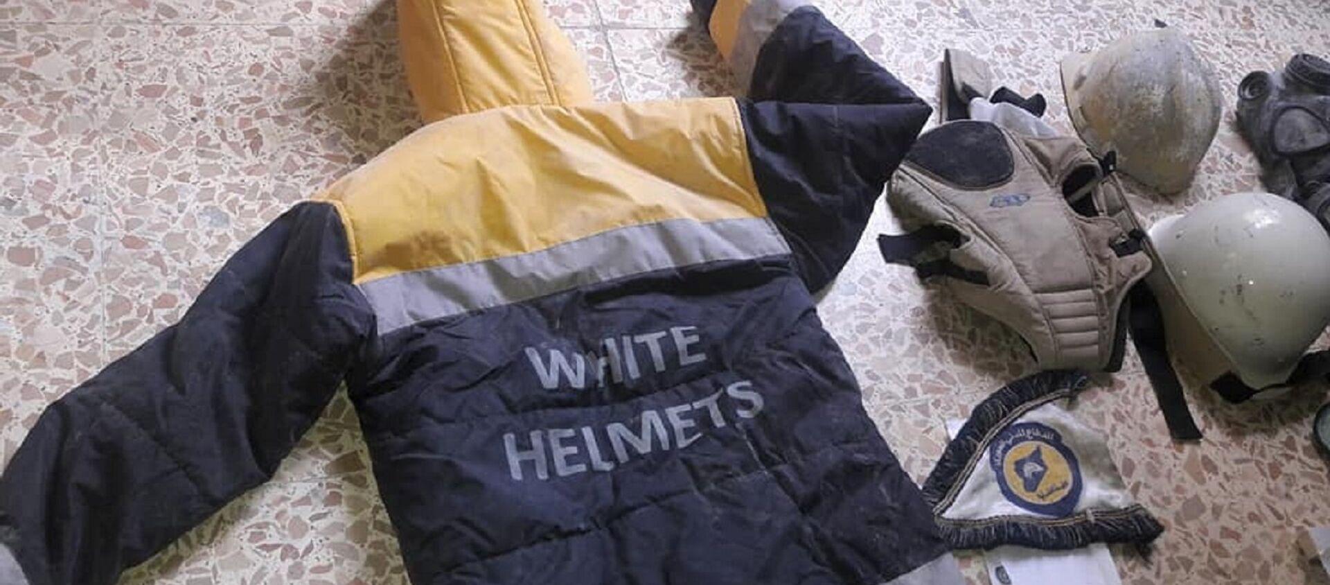 El uniforme de los Cascos Blancos hallado en un laboratorio en Guta Oriental - Sputnik Mundo, 1920, 03.09.2020