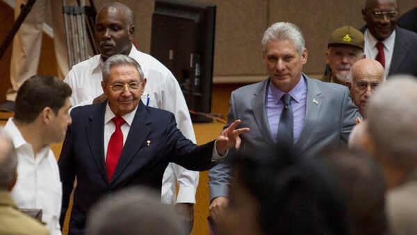 Expresidente de Cuba, Raúl Castro, y el actual vicepresidente, Miguel Díaz-Canel - Sputnik Mundo