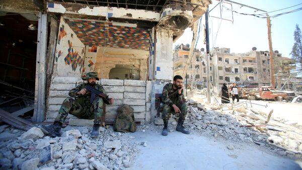 Policía de Siria en la ciudad de Duma - Sputnik Mundo