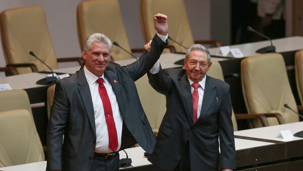 El nuevo presidente de Cuba, Miguel Díaz-Canel, junto con Raul Castro - Sputnik Mundo