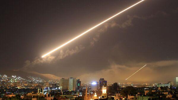 Ataque de EEUU, Francia y el Reino Unido contra Siria - Sputnik Mundo