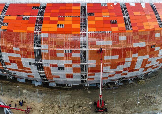 La construcción del estadio Mordovia Arena en Saransk, Rusia