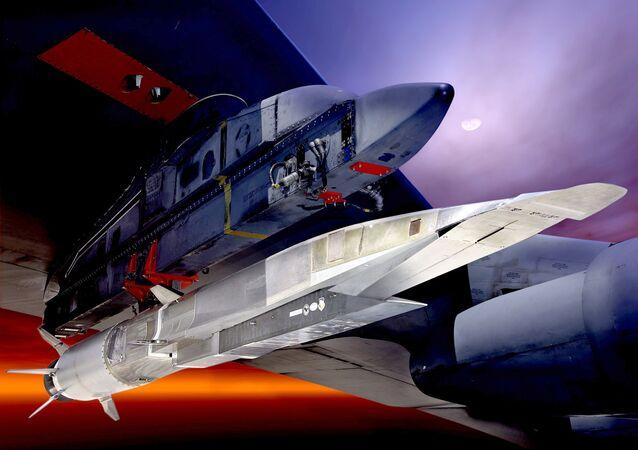 Modelo del arma hipersónica Boeing X-51A Wave Rider