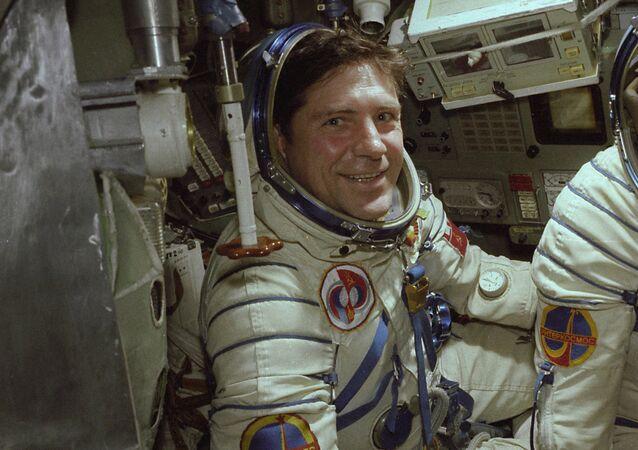 Vladímir Liájov, cosmonauta soviético