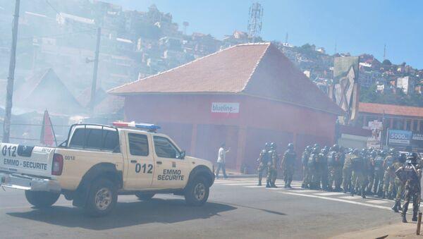 Policía durante la manifestación opositora en Antananarivo, Madagascar - Sputnik Mundo