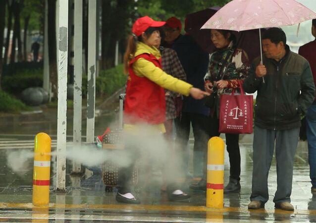 Instalan un curioso sistema contra peatones imprudentes en China