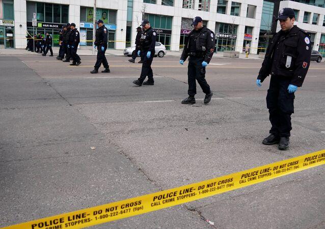 Policía en el lugar del atropello en Toronto