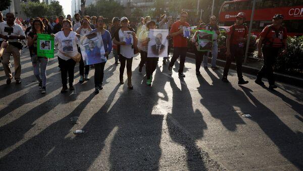 Marcha en Ciudad de México por el asesinato de los estudiantes de cine - Sputnik Mundo
