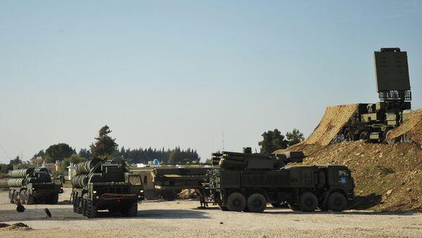 Sistema de defensa antiaérea Pantsir-S en la base militar rusa en Hmeymim en Siria - Sputnik Mundo