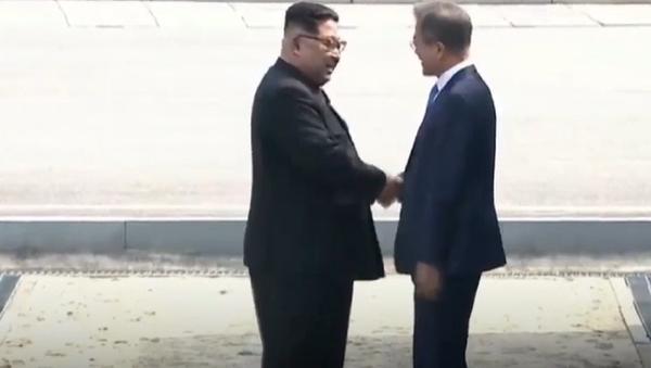 Los líderes de las dos Coreas rompen barreras y acercan la paz a la región - Sputnik Mundo