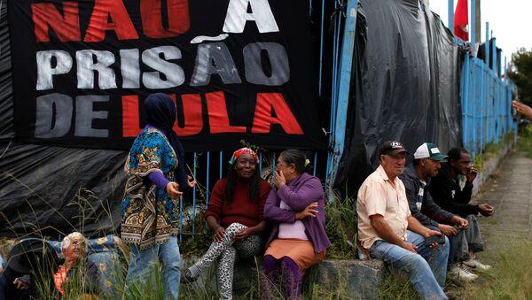 Campamento de los seguidores del expresidente de Brasil Lula da Silva en Curitiba (archivo) - Sputnik Mundo