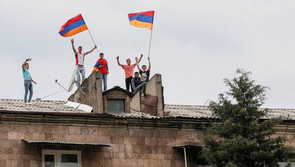 Las protestas de la oposición en Armenia - Sputnik Mundo