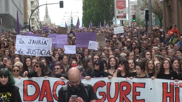 No es abuso, es violación: Pamplona protesta contra el fallo de 'la Manada' - Sputnik Mundo