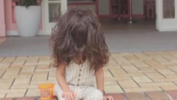 Esta 'mini Rapunzel' tiene una cabellera de otro mundo - Sputnik Mundo
