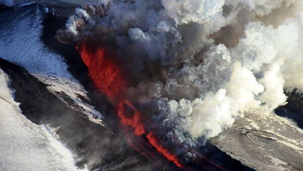 El volcán Tolbachik en Kamchatka - Sputnik Mundo