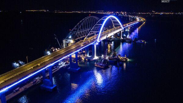 Las luces del puente de Crimea - Sputnik Mundo