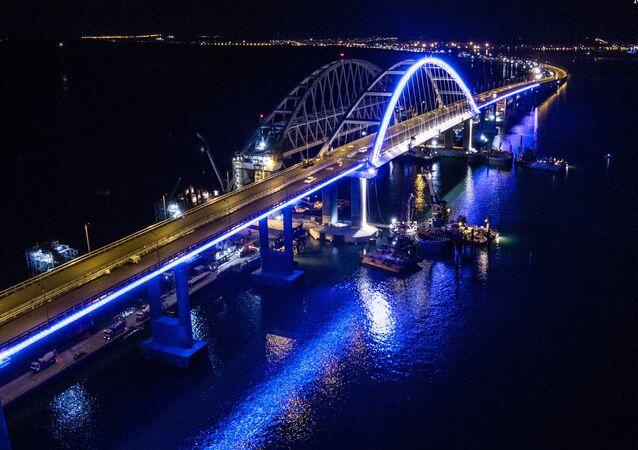 Las luces del puente de Crimea