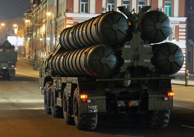 Los sistemas S-400 rusos durante un ensayo del desfile militar en Vladivostok