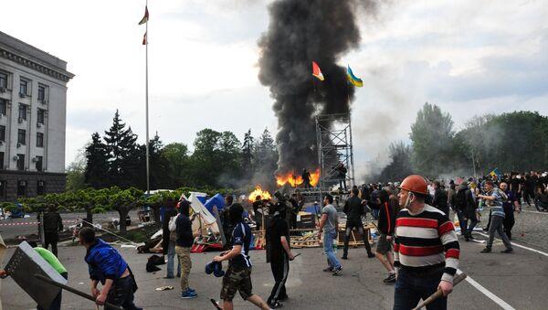 Disturbios enfrente de la Casa de los Sindicatos en Odesa, Ucrania (el 2 de mayo de 2014) - Sputnik Mundo