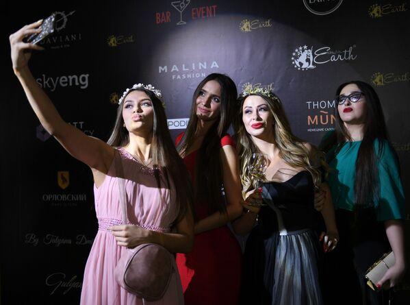 La etapa final del concurso Miss y Missis Rusia Tierra 2018 - Sputnik Mundo